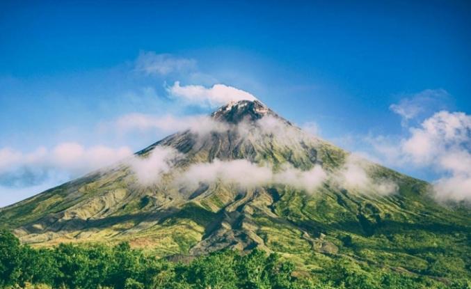 Dünyanın en büyük volkanı Mauna Loa uyanmaya başladı