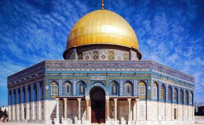 İslam dünyasının ilk kıblesi Mescid-i Aksa'da Ramazanın ilk teravih namazı eda edildi